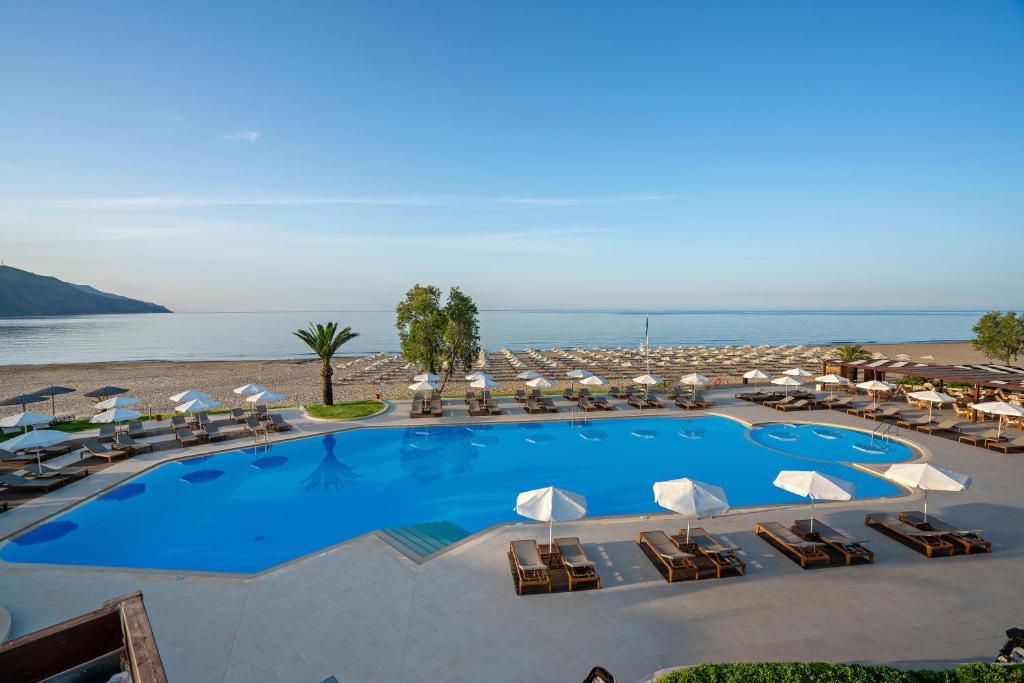 The swimming pool at or near Pilot Beach Resort