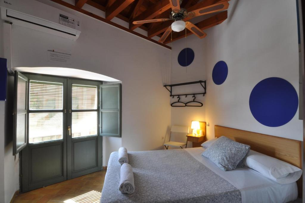 A bed or beds in a room at Hostel La Corredera