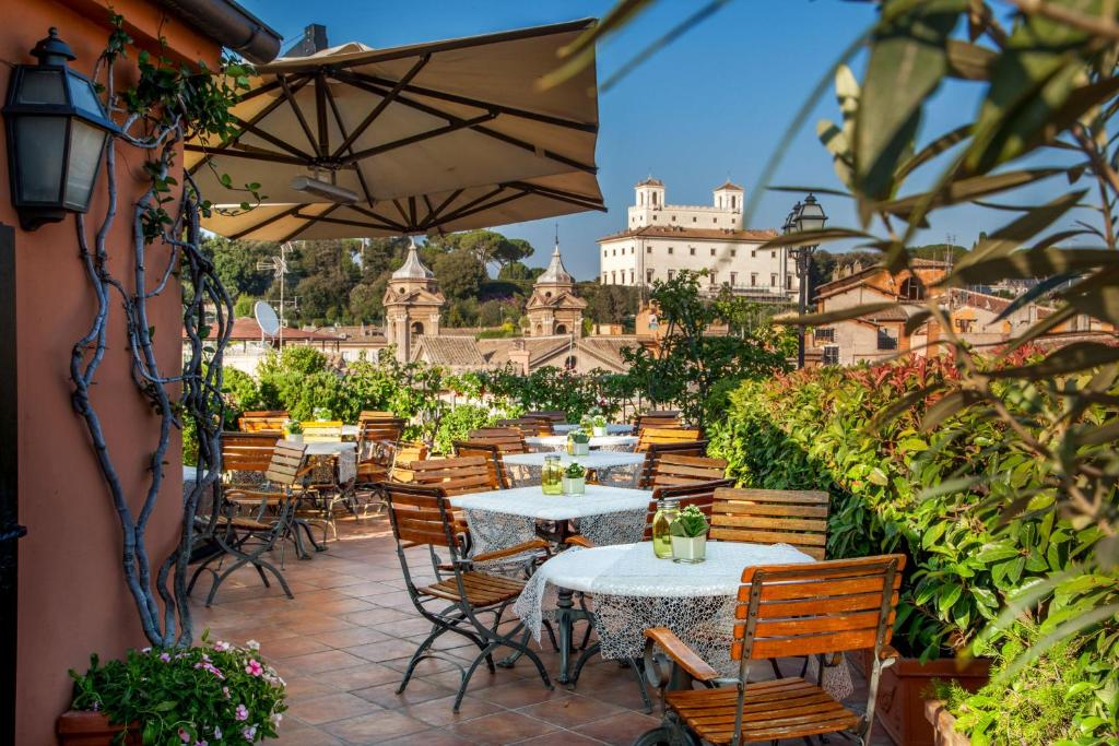 Un restaurante o sitio para comer en Hotel Mozart