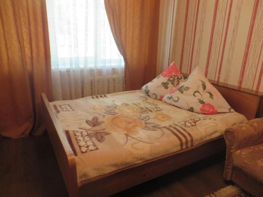Кровать или кровати в номере Kvartira v centre