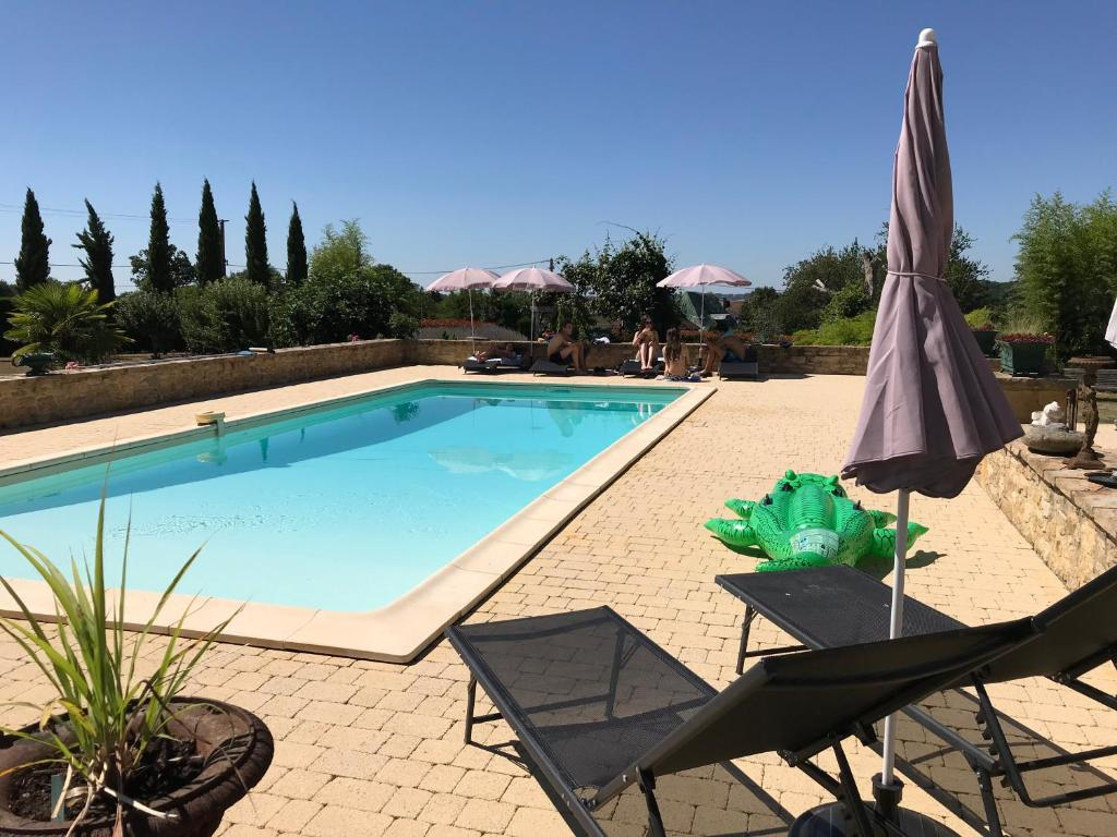 The swimming pool at or near Gite Le Maine d'Autana & La Ferme Du Domaine