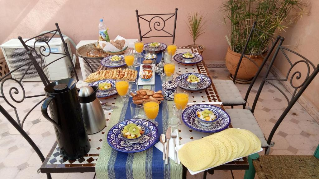Breakfast options available to guests at Riad Majdoulina