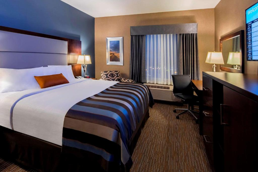A bed or beds in a room at Wingate by Wyndham Kamloops