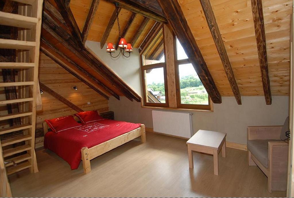 A bed or beds in a room at La Ferme De Noémie