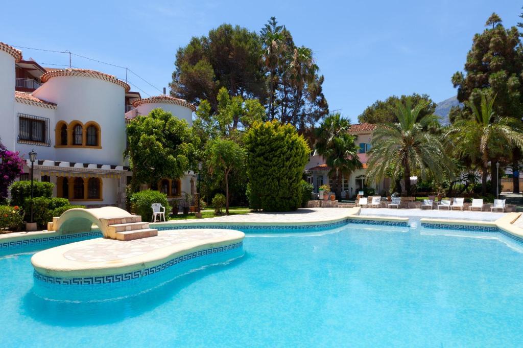 The swimming pool at or close to MR El Hotelet de la Raconà