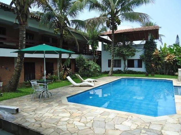 A piscina localizada em Pousada Mari ou nos arredores