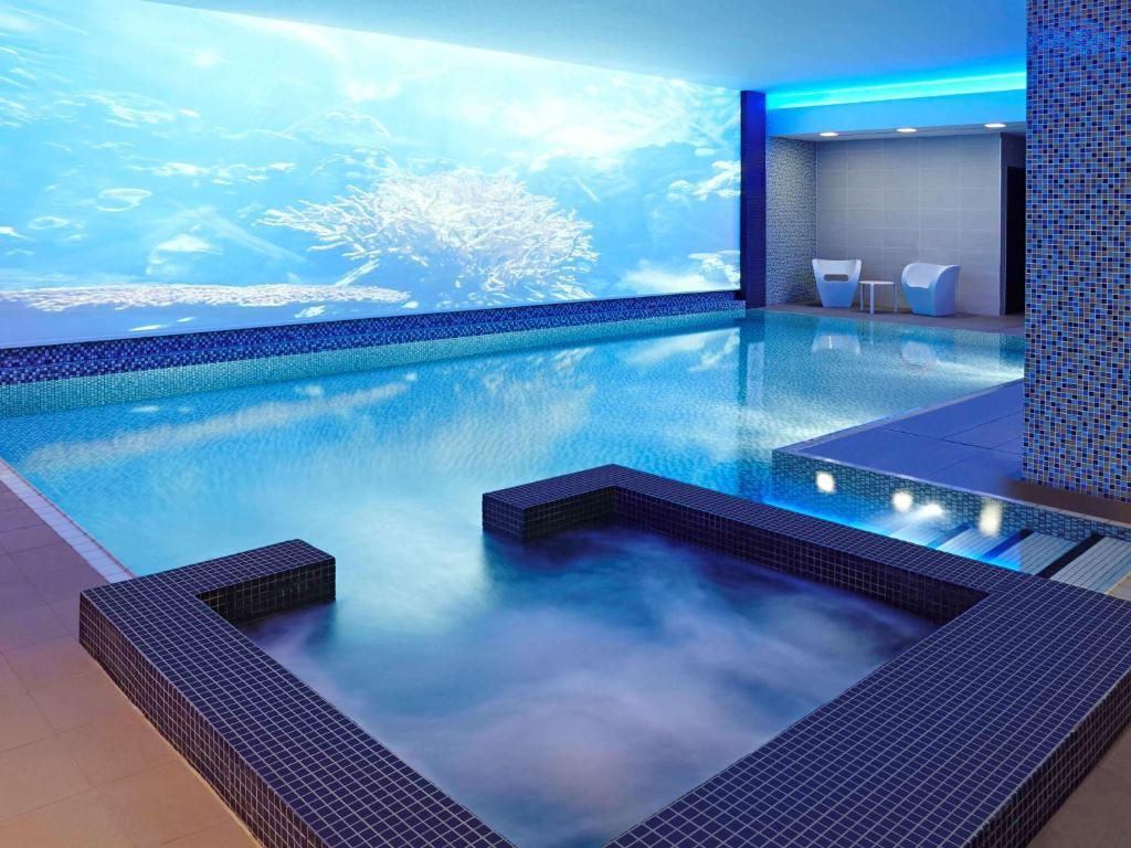 Der Swimmingpool an oder in der Nähe von Novotel London Blackfriars