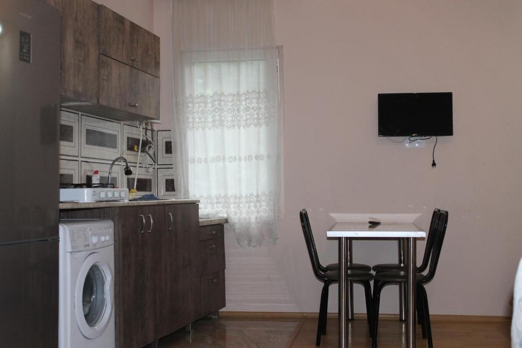 A kitchen or kitchenette at mariko