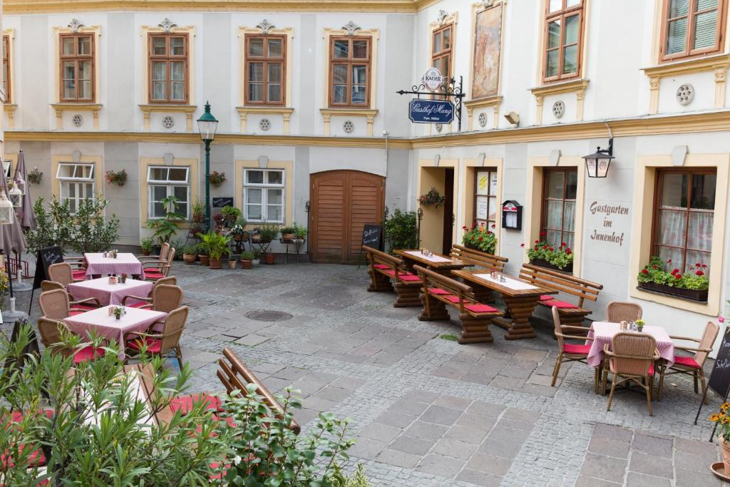 A restaurant or other place to eat at Gasthof Mang