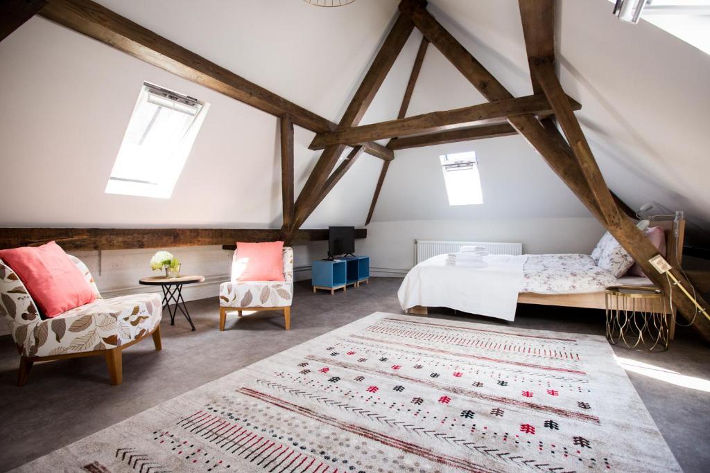 A bed or beds in a room at Aan de Dieze