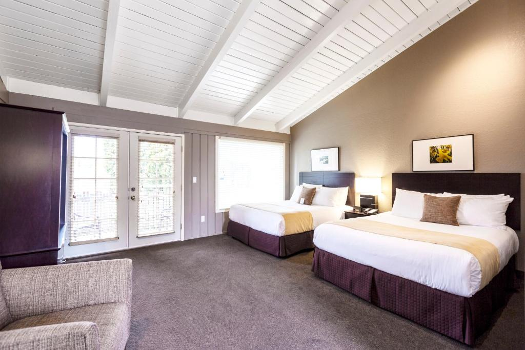 A bed or beds in a room at Earthbox Inn & Spa