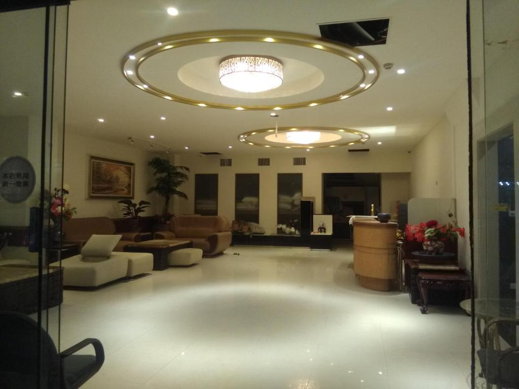 The lobby or reception area at Dengfeng Milan Business Hotel
