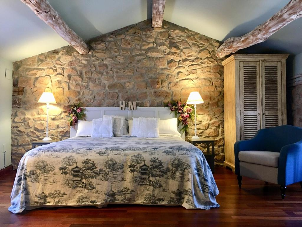 A bed or beds in a room at Hotel Rural Doña Palmira