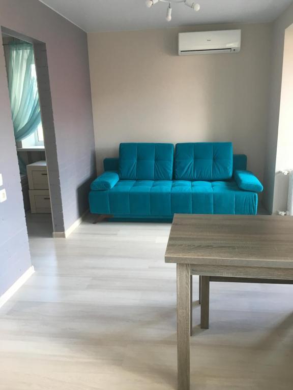 A seating area at Апартаменты на Стачки 23