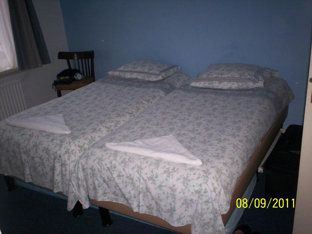 Een bed of bedden in een kamer bij Hotel Noordzee