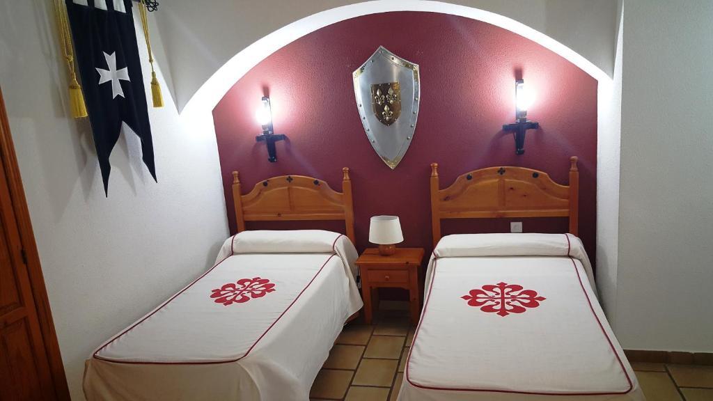 A bed or beds in a room at Hotel Rural Hospedería de los Calatravos