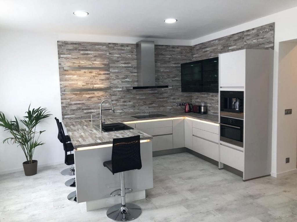 Kuchyň nebo kuchyňský kout v ubytování Luxusní apartmán přímo v centru u hotelu Thermal