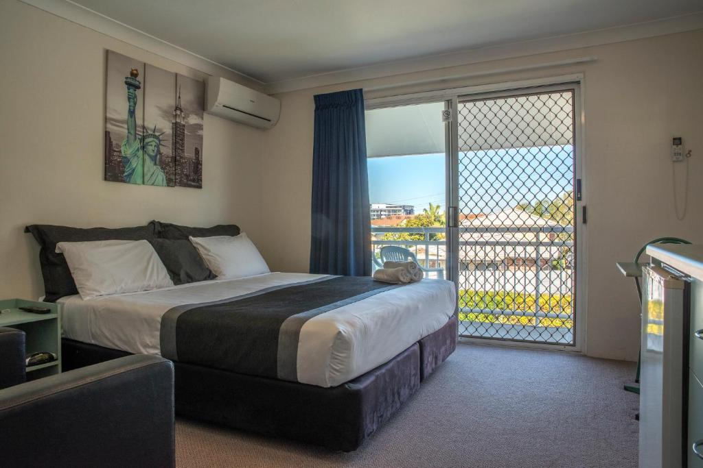 A bed or beds in a room at Chermside Court Motel