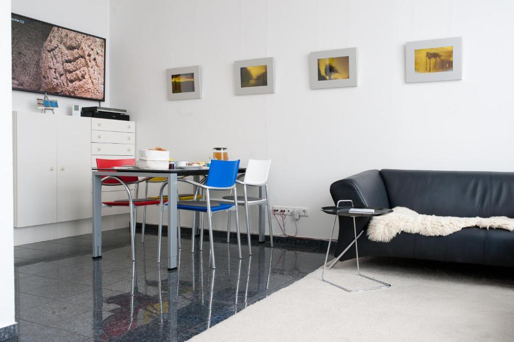 Ein Sitzbereich in der Unterkunft Kunst-T-raum