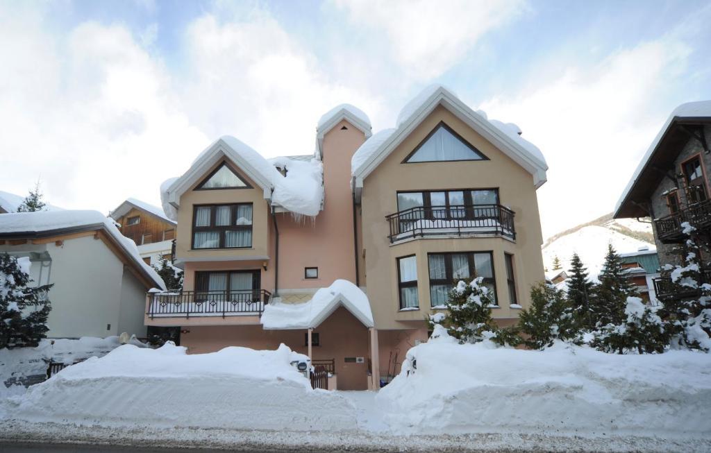 Residence Villa Frejus during the winter