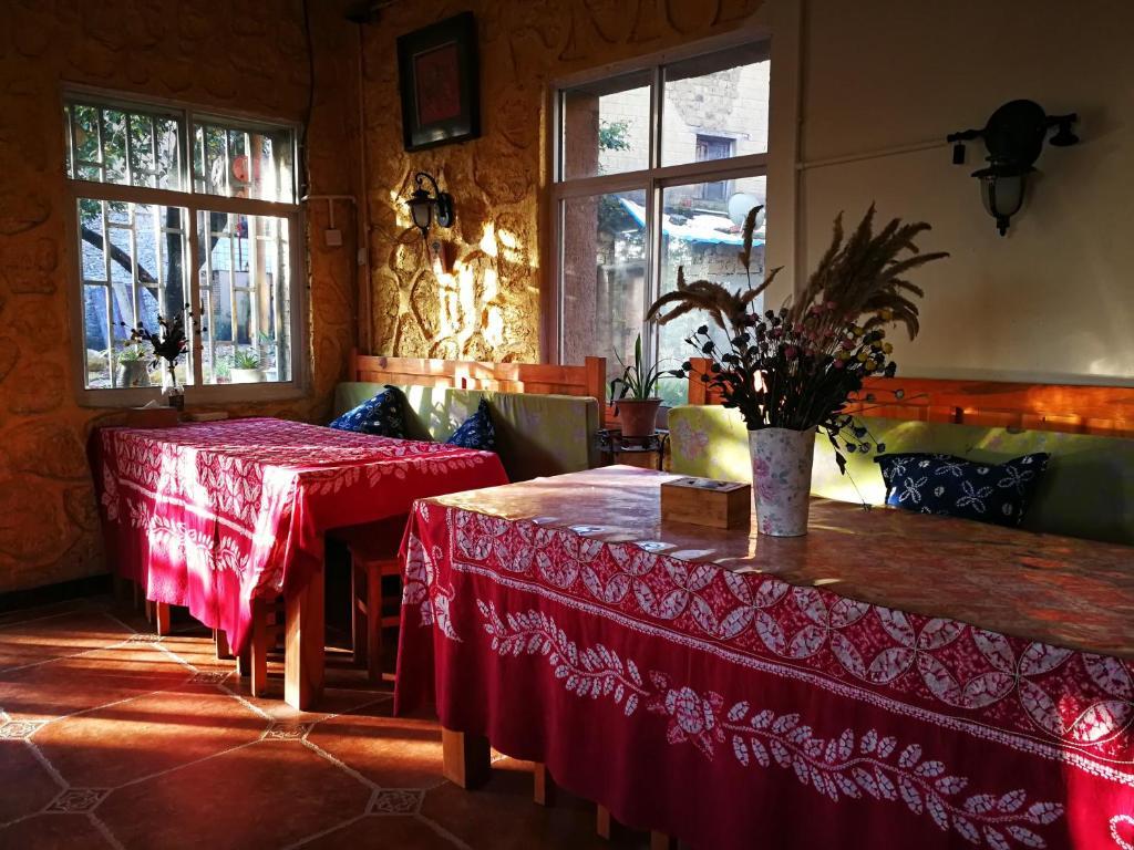 Restaurant ou autre lieu de restauration dans l'établissement Timeless Hostel Yuanyang