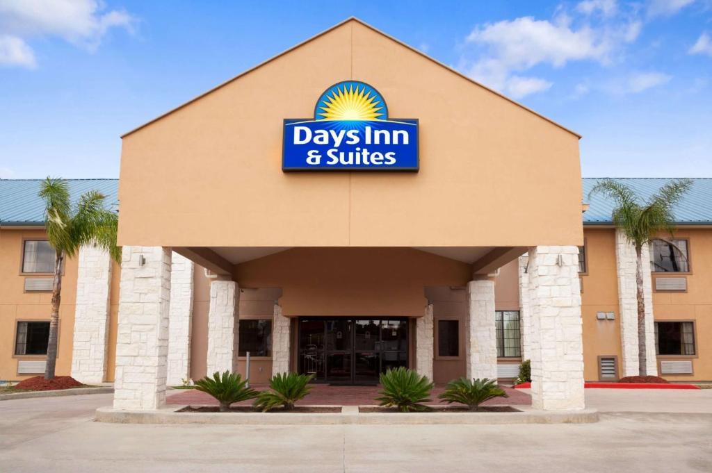 Days Inn & Suites by Wyndham Conroe North