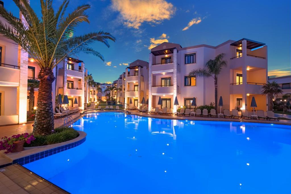 Piscine de l'établissement Creta Palm Resort Hotel & Apartments ou située à proximité