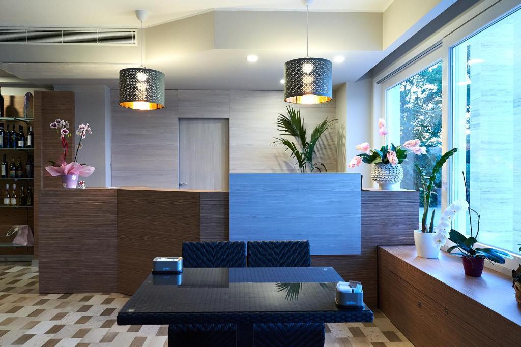 The lobby or reception area at La casa del pellegrino
