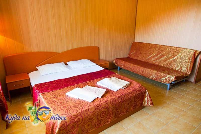 """Кровать или кровати в номере АП """"Сантарини"""""""