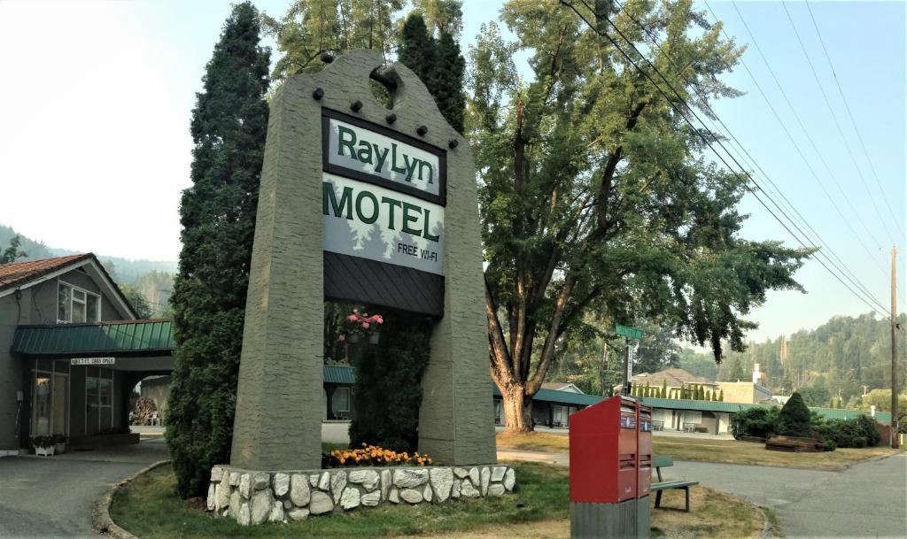Ray Lyn Motel