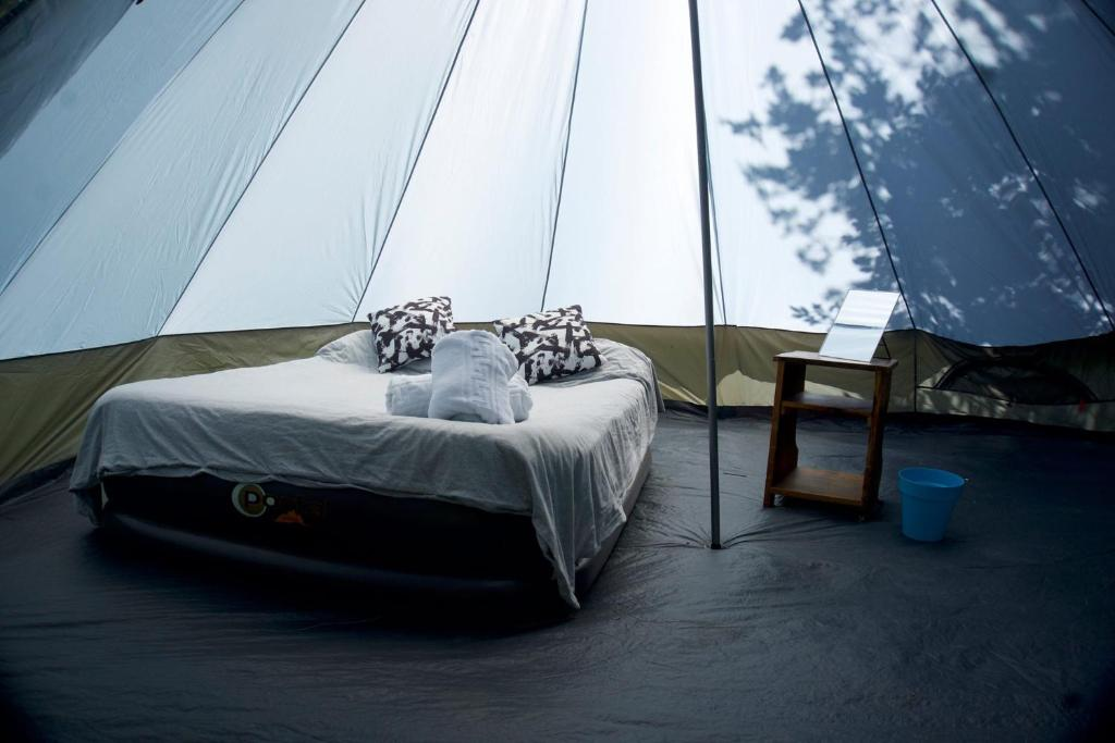 A bed or beds in a room at Munich Oktoberfest Glamping