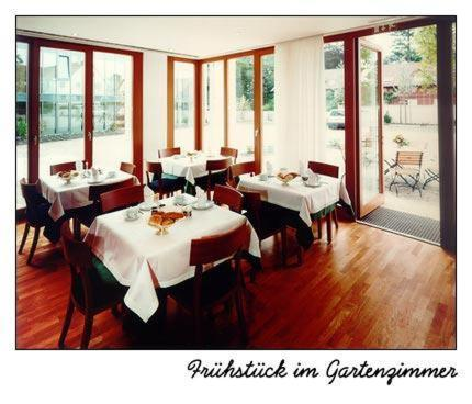Ein Restaurant oder anderes Speiselokal in der Unterkunft Hotel Oberschwaebischer Hof