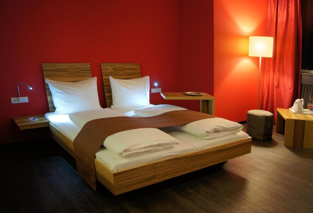 Ein Bett oder Betten in einem Zimmer der Unterkunft AMH Airport-Messe-Hotel Stuttgart