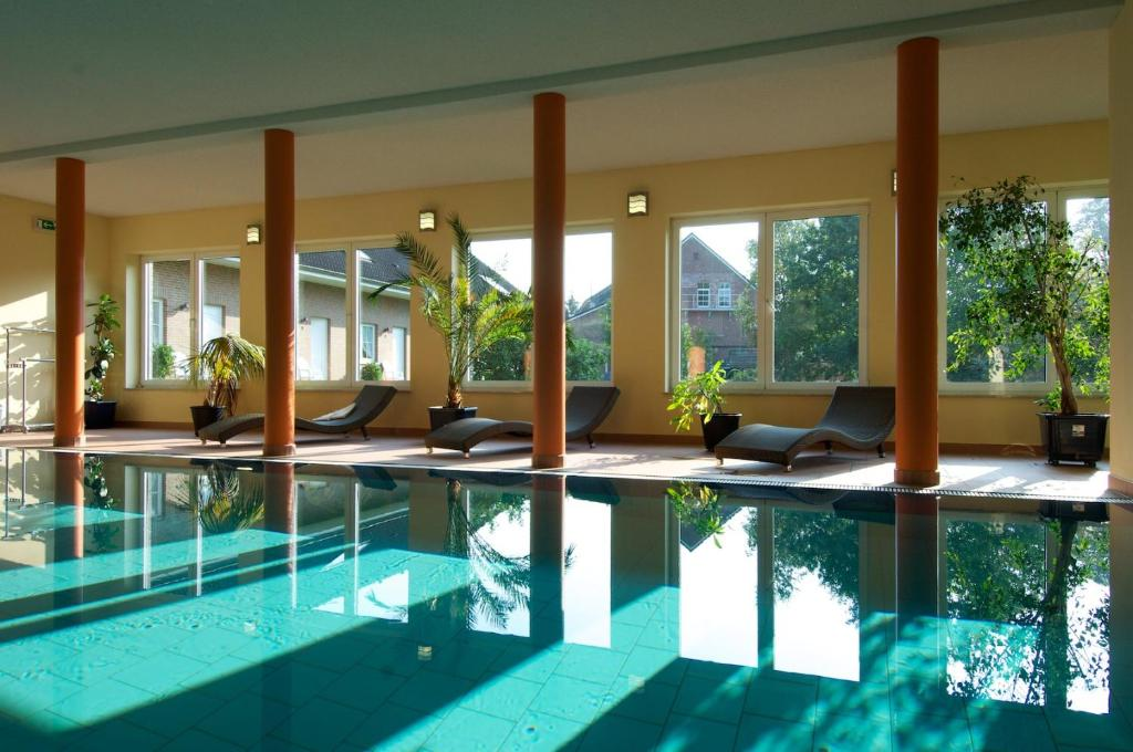 The swimming pool at or near Hotel Restaurant Tychon AG