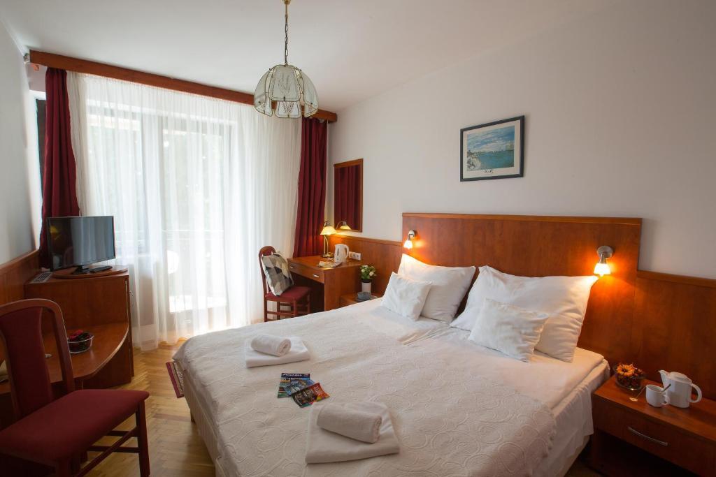 Кровать или кровати в номере Helios Apartman Hotel