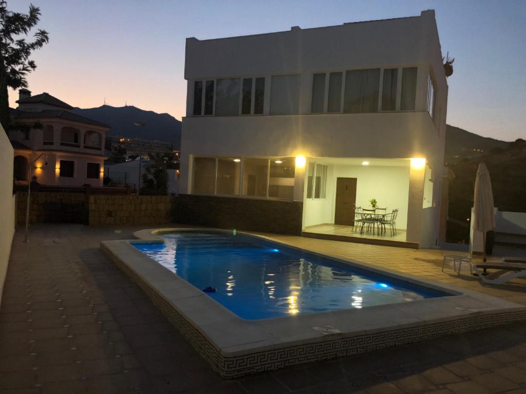 The swimming pool at or near Villa Asuncion Benalmádena Costa