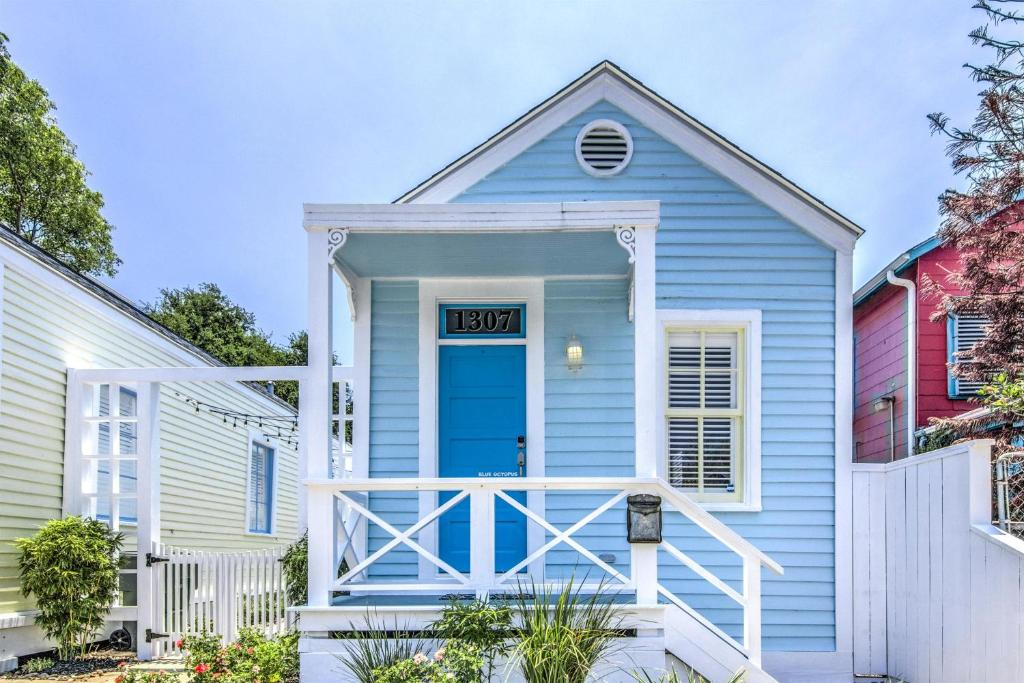 Cozy Historic Beach Cottage II