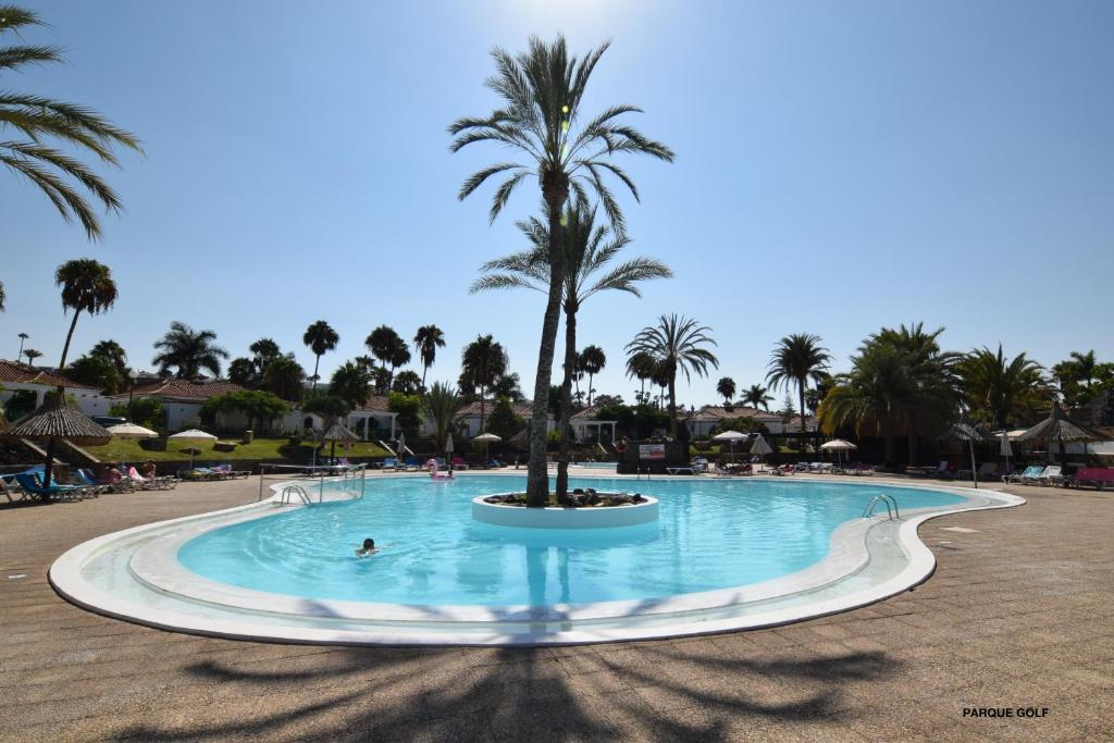 The swimming pool at or near Parque Golf Bungalows