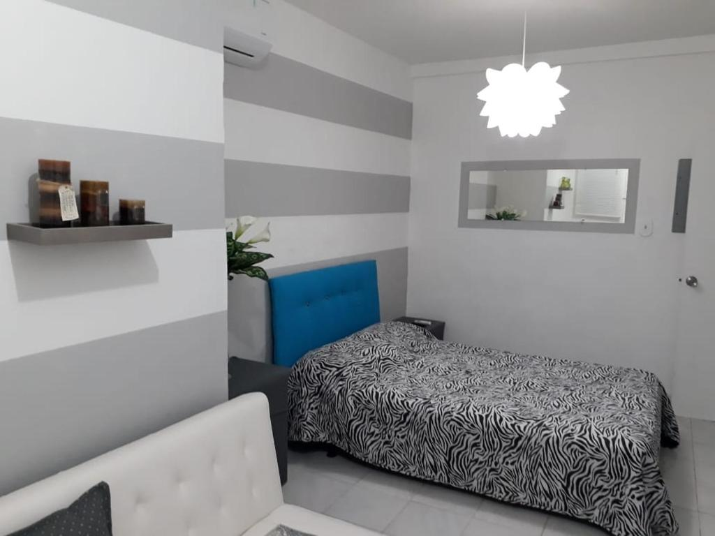 A bed or beds in a room at Isla Verde Apt