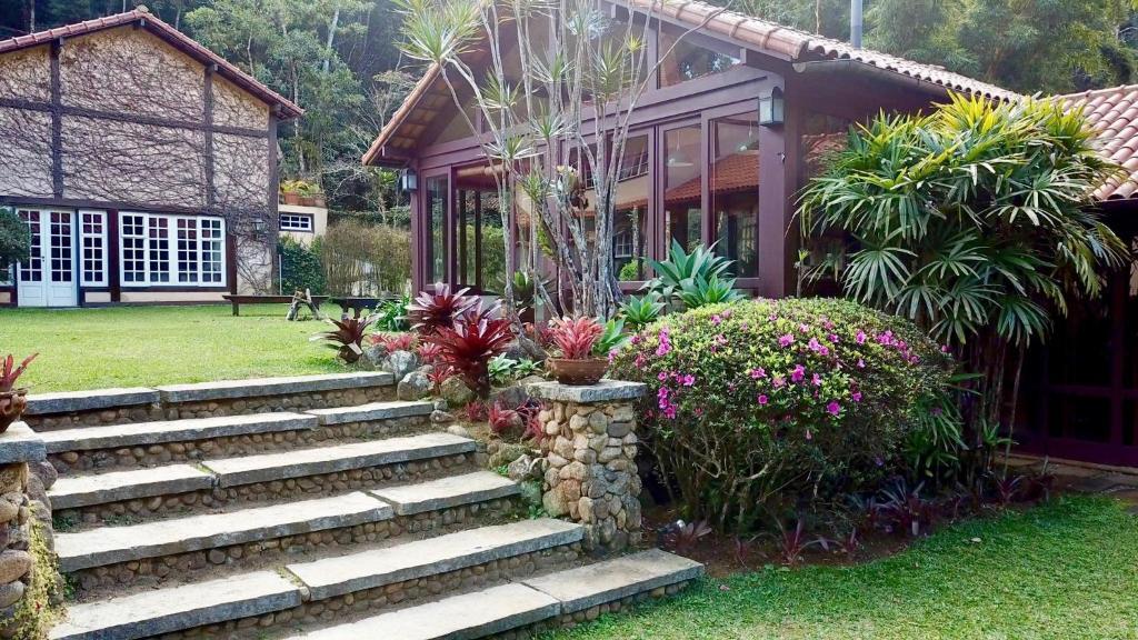A garden outside Fachoalto Budget