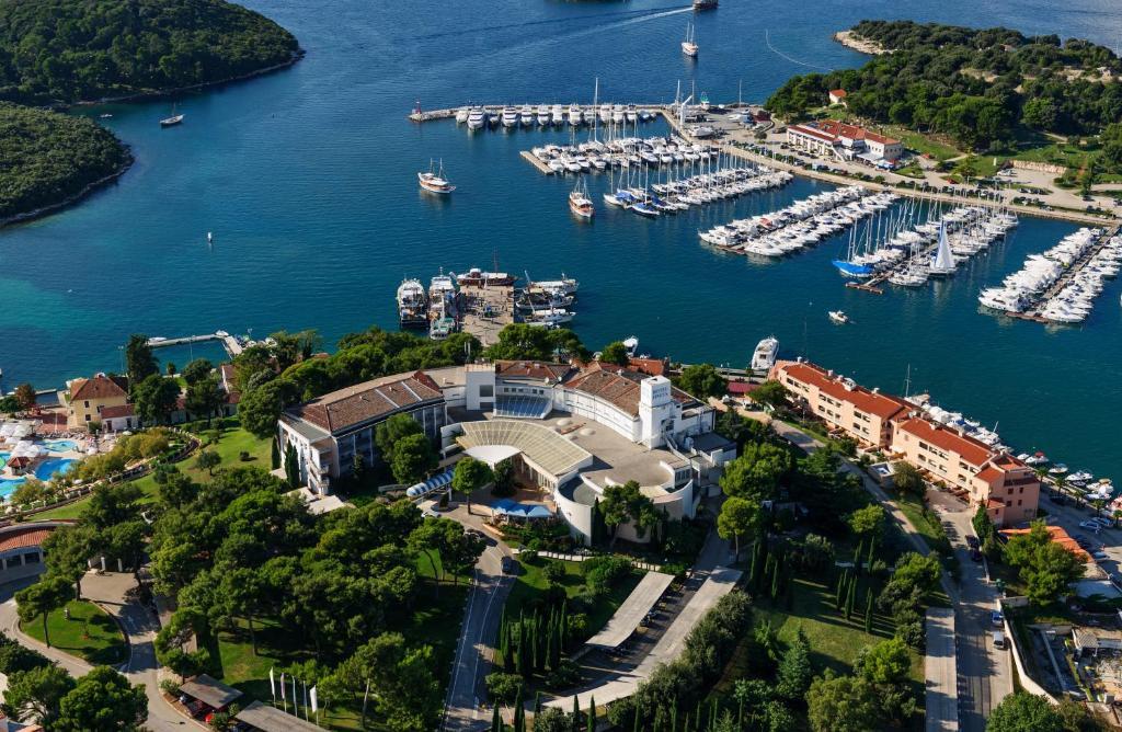 A bird's-eye view of Hotel Pineta
