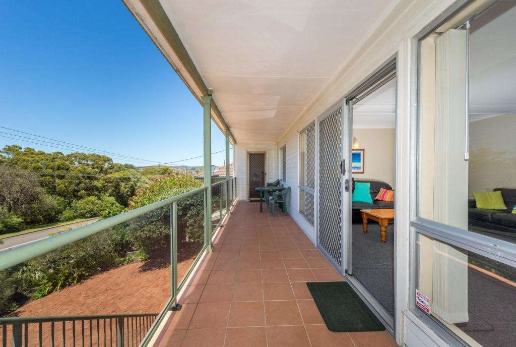 A balcony or terrace at Marine Dr 22 - Fingal Bay
