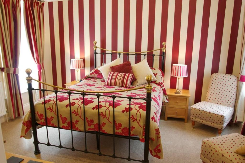 A bed or beds in a room at Chestnuts House