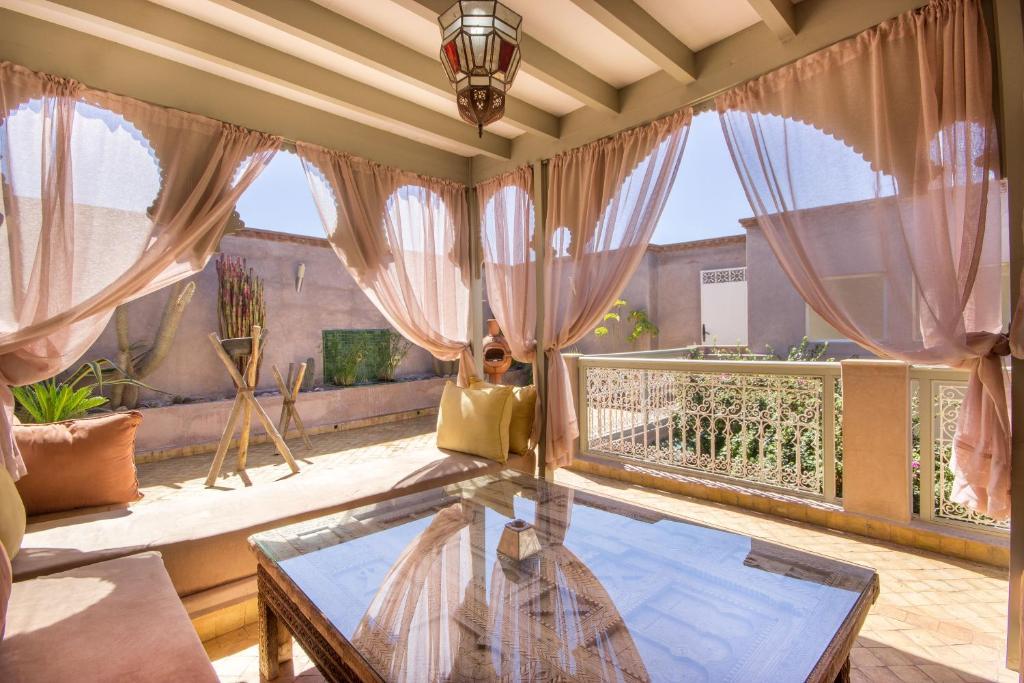 The swimming pool at or near Riad privé luxe au coeur de la Kasbah+ Hammam