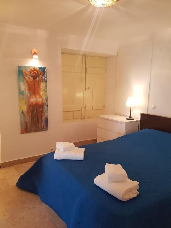 Een bed of bedden in een kamer bij Casa Visconde de Alcácer