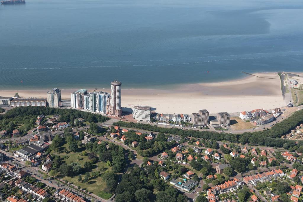 Een luchtfoto van Strandappartementen De Gulden Stroom