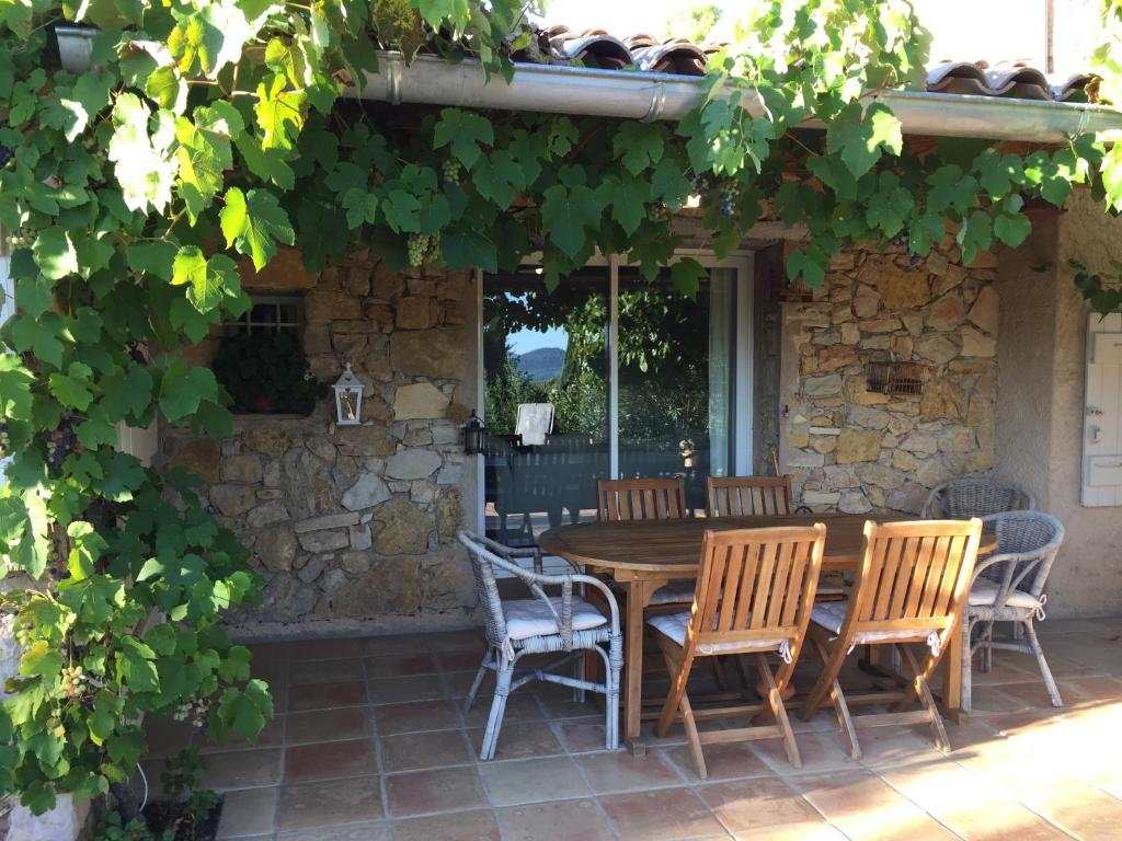 A porch or other outdoor area at Maset des Amandiers