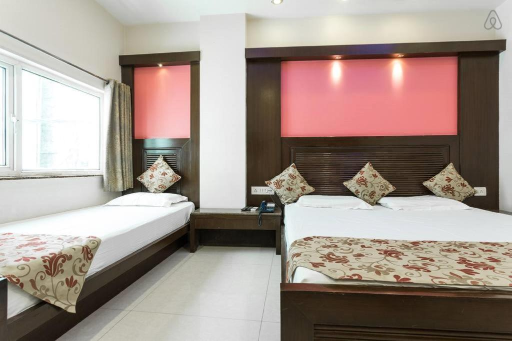 Кровать или кровати в номере Amax Inn