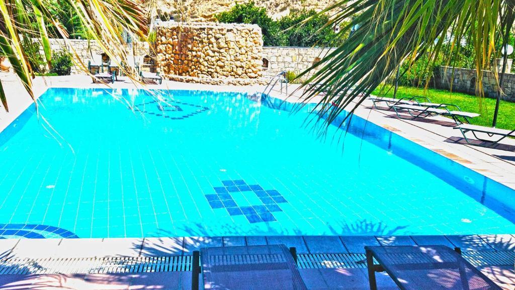 Вид на бассейн в Dimitris Villa Hotel или окрестностях