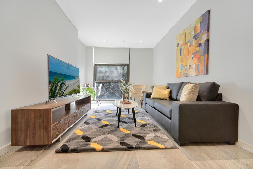 A seating area at CBD Luxury new 2 bedrooms next to Darling habour
